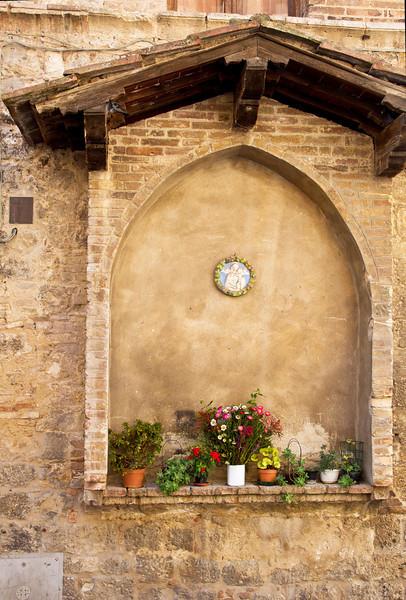Sidewalk chapel, San Gimignano, Tuscany, Italy