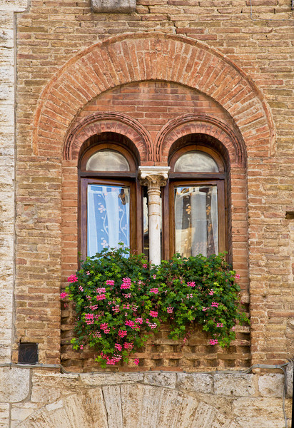 Double arched windows, San Gimignano, Tuscany, Italy