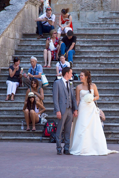 Wedding photo at the steps to the Collegiata Church, Piazza del Duomo, San Gimignano, Tuscany, Italy