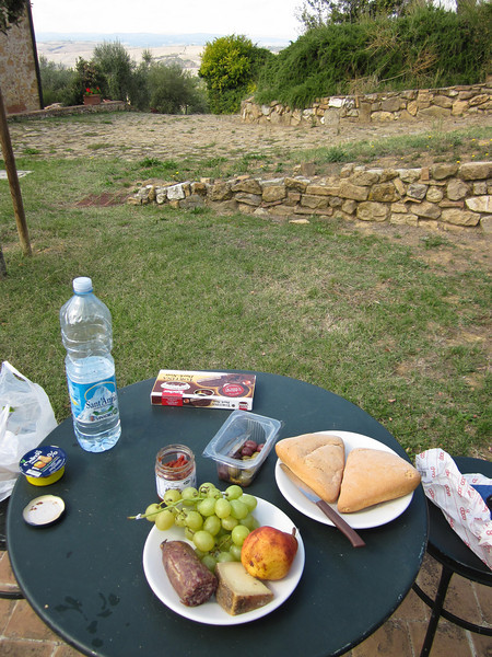 Later we came back to San Quirico for a picnic outside our apartment.