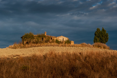 Abandoned farmhouse outside Pienza in evening light