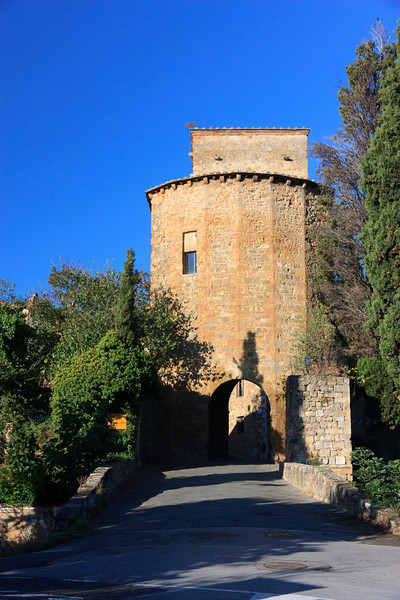 The Porta Capucchini, one of three portals into San Quirico.