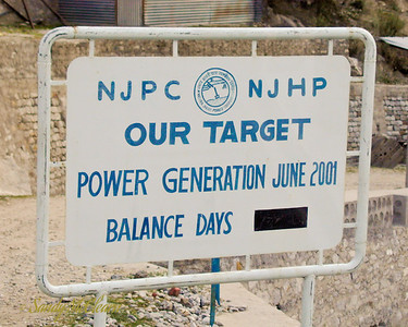 A sign with a considerably optimistic date projected for the start of power generation on the project, which itself was already 3 years later than originally planned. In reality, power generation would not begin until late 2003.