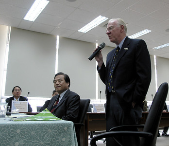 Chancellor Vanderhoef addressing the President Shaw at the NCHU Bilateral Conference on Academic Cooperation, Sunday afternoon, November 25, 2007.