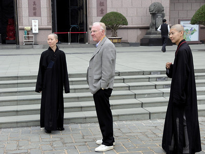 Chancellor Vanderhoef and Buddhist nuns at the entrance of the  Chung Tai Chan Monastery