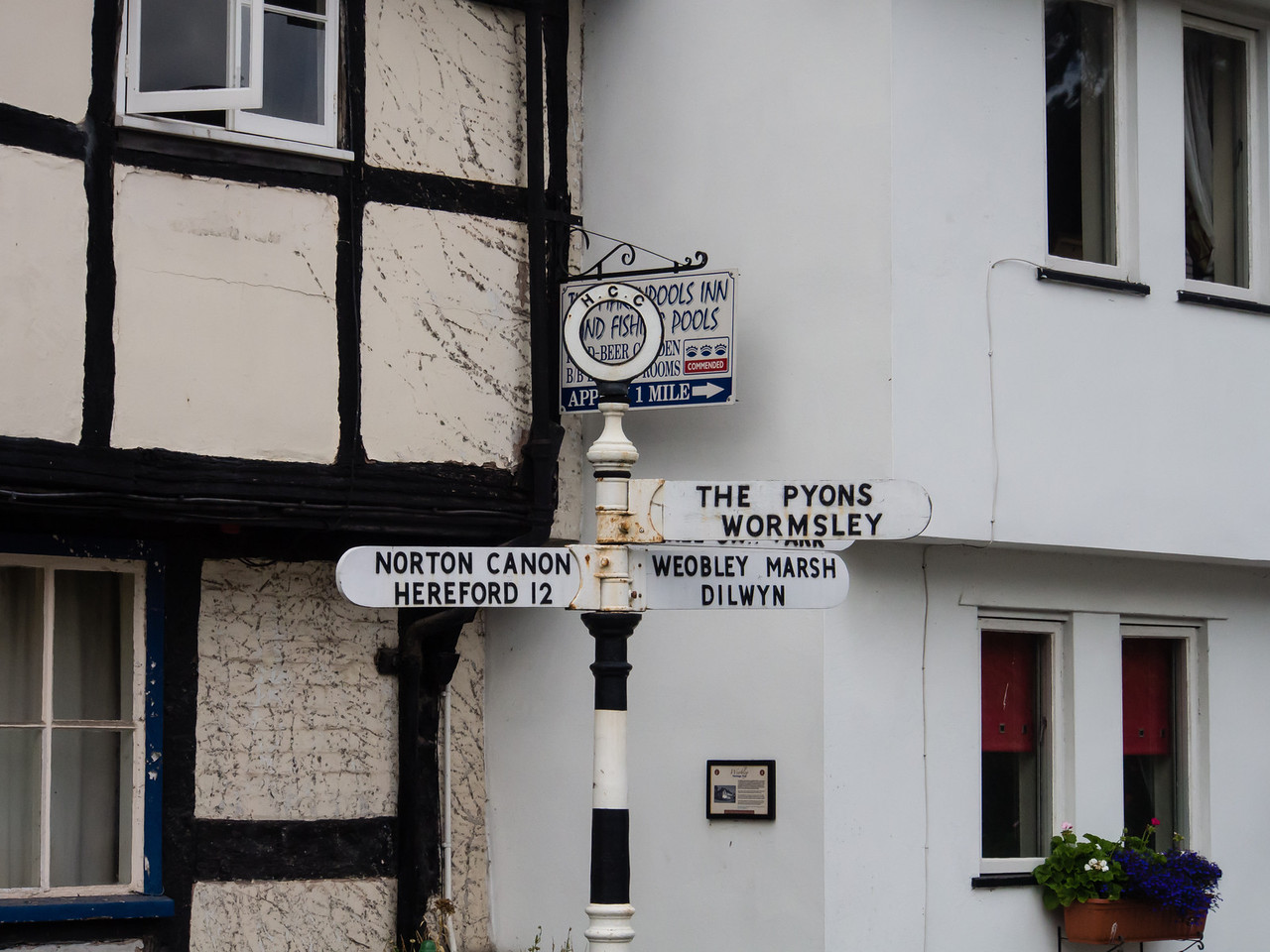 Do you know the way to Pyons Wormsley...