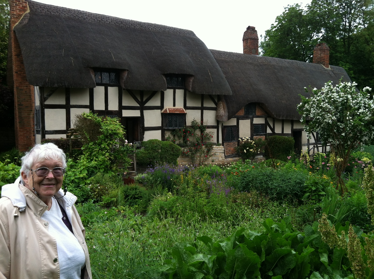 2 July 2012: Anne Hathaway's Cottage. I like the gardens lots.