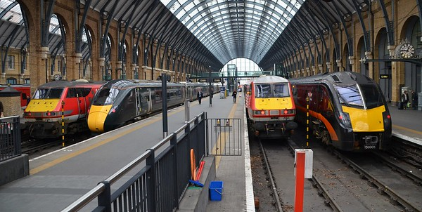 The lineup at lunchtime at Kings Cross with various services heading to the North and the GWR Class 800 on test. Tues 13.03.18