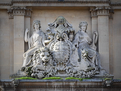 Amphitrite & Britannia watch over the Highstreet