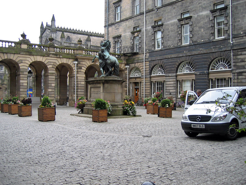 Sept. 27/07 - Square outside of Edinburgh City Chambers, Edinburgh