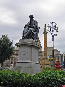 Sept. 30/07 - Thomas Graham (scientist, discovered dialysis) statue in George Square, Glasgow.