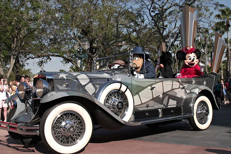 Stars and Motorcars Parade - Mickey and Minnie