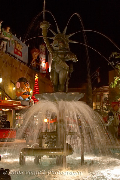 Miss Piggy Fountain in front of Pizza Planet