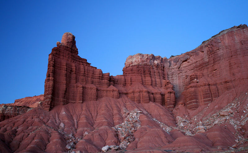 Navajo sanstone cliffs at Capitol Reef.