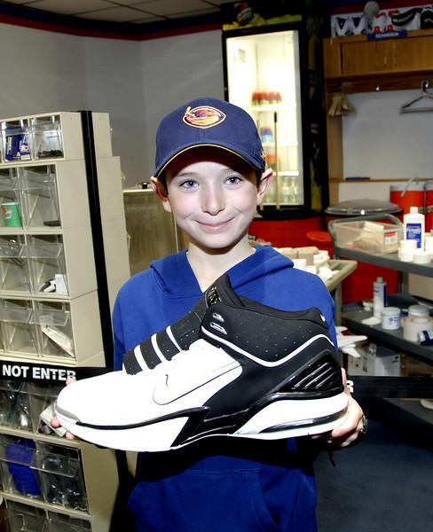 NY Nicks size 21 shoe - Larry