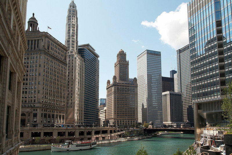 See the nice green (well, turquoise) of the Chicago river?