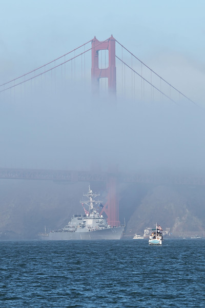 USA 2011 - San Francisco Fleet Week - Ship Parade<br /> Golden Gate Bridge - USS Milius (DDG 69)