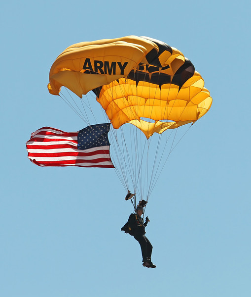 USA 2011 - MCAS Miramar Air Show - US Army Golden Knights Parachute Team