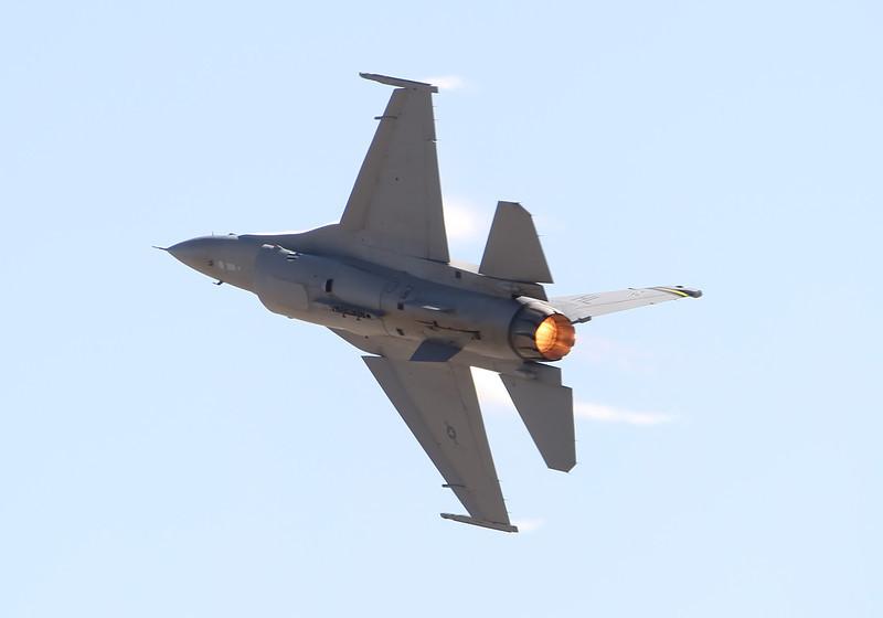 USA 2011 - MCAS Miramar Air Show - USAF F-16 Viper Demo