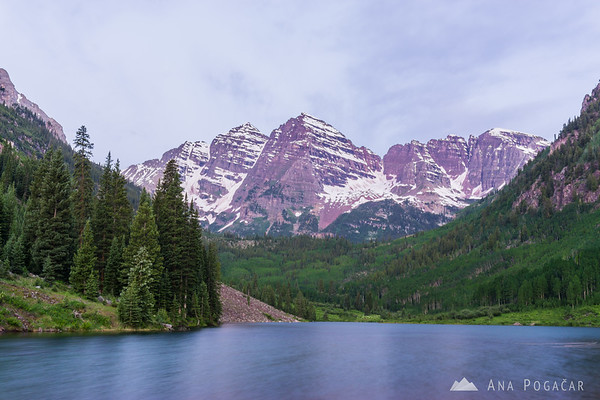 Maroon Bells and Maroon Lake near Aspen, Colorado, before sunrise