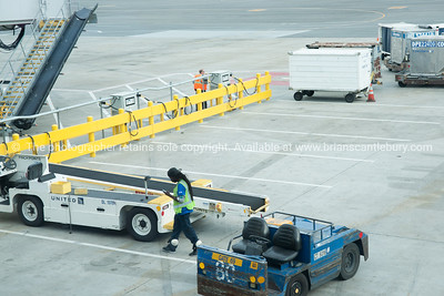 San Francisco Airport plane servicing