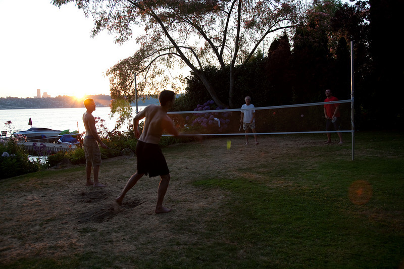 Backyard badminton death match