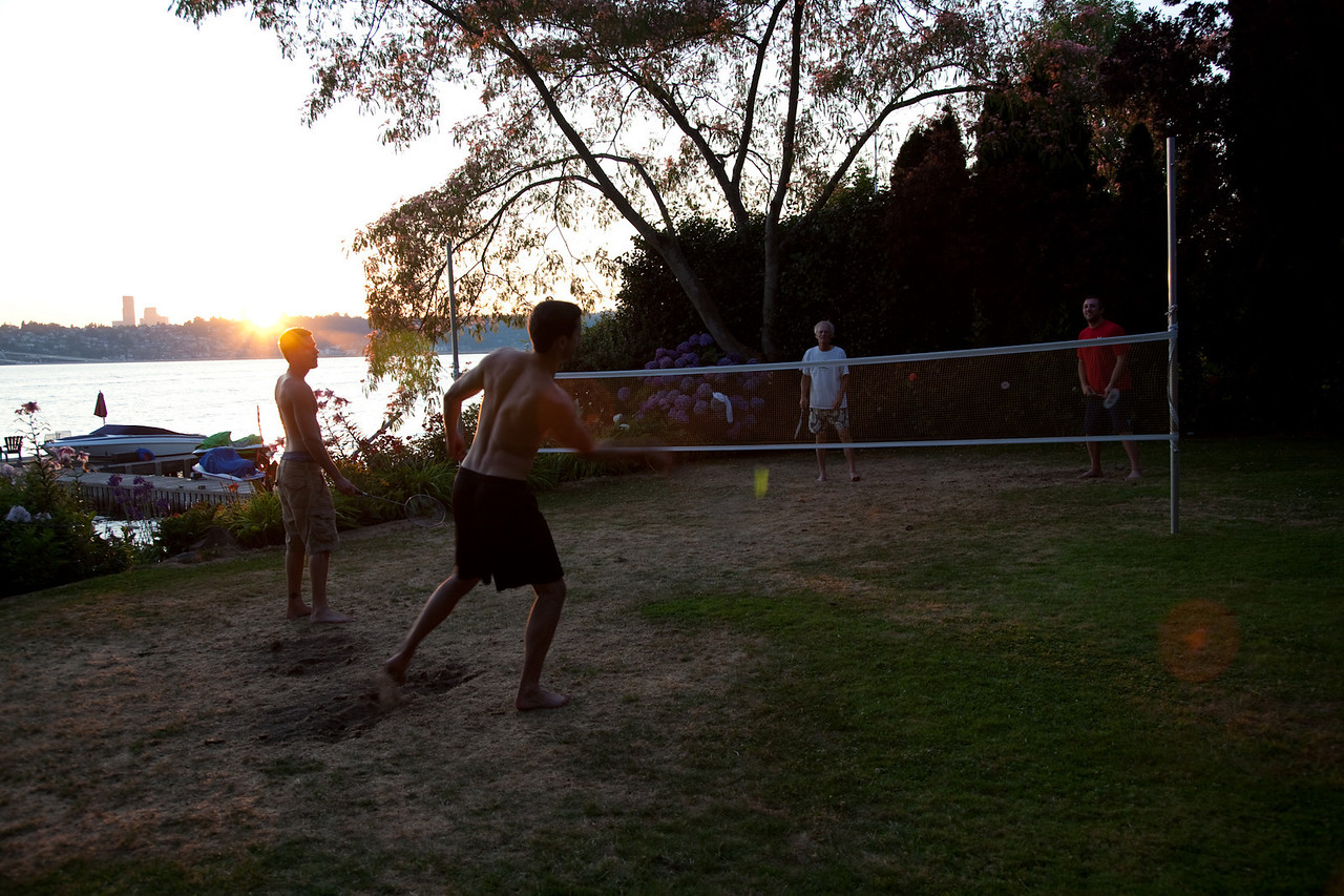Backyard badminton death match