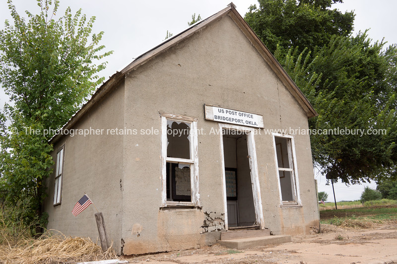 Bridgeport Post Office alng abandoned, Oklahoma on Route 66