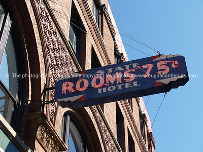 Rooms to let - 75 cent.