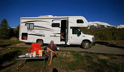 Ontbijtje in de zon @ Heaten Bay Campground. Frisco, Colorado, USA.