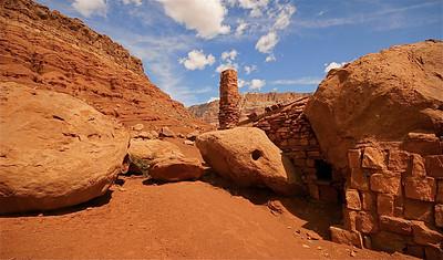 Wonen in the rocks. Rock Dwellers, Arizona, USA.