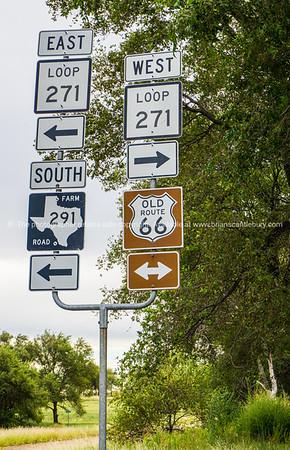 Multi directional raod sign, Texas