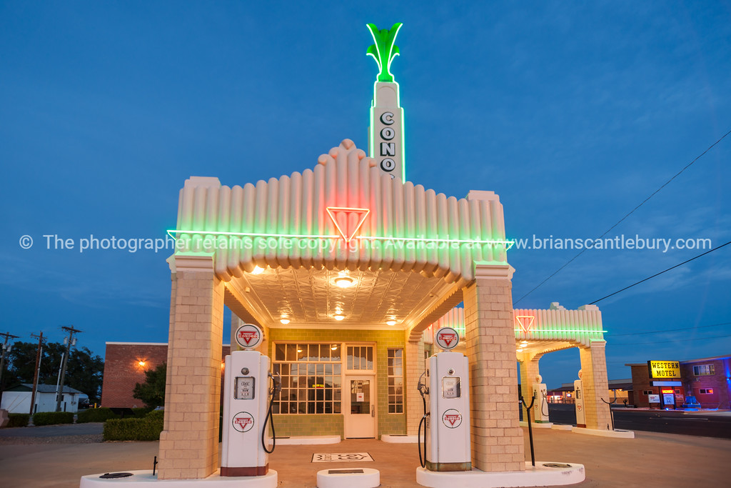 U Drop Inn, Shamrock, Texas, USA.