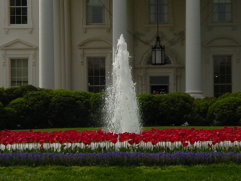Fountain in front of the White House.