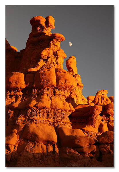 From the far end of the Goblin Valley. Just a few minutes before sunset, the rock is at its best red and not yet in the shadow.