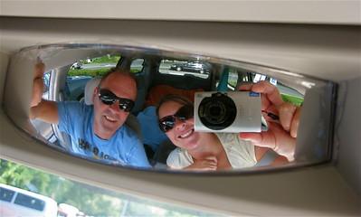 Uit de reeks: 'Spiegelbeeld.' Gezellligheid in de Dodge Grand Caravan. New England, USA.