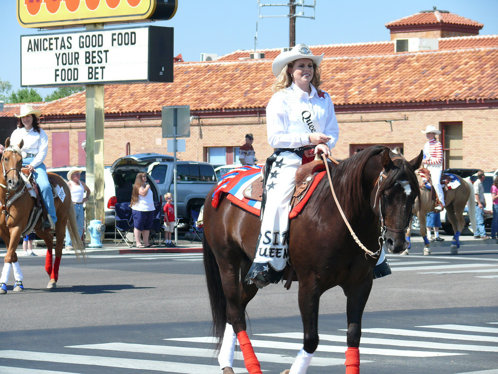 4th of July 09<br /> Fallon, NV pretty nice parade for such a small town.