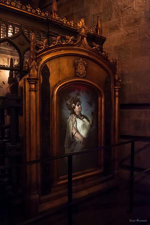 Полная Дама, которая пропускала учеников в башню Грифиндора по паролю (тоже двигается)