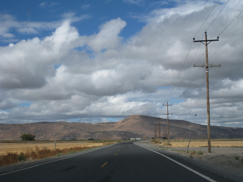 On the way to Tule Lake. <FONT SIZE=1>© Chiyoko Meacham</FONT>