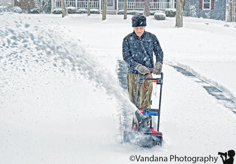 December 4, 2010 - K at work, cleaning up the driveway ! it's snowing !
