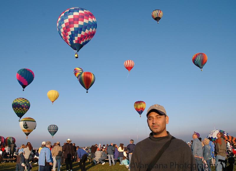 Krishnan at the balloons. Have i a red eye from a Nikon ?!