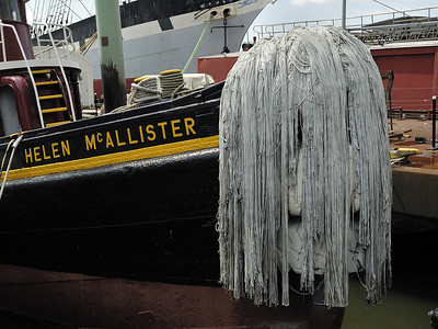 Vadrouille sur la proue d'un navire dans le port de New York / A mop bow on the Helen McAllister ship in South Street Seaport of New York