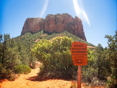 Bell Rock Courthouse Loop © Chiyoko Meacham
