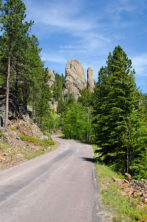 Needles Highway Scenic Drive (SD Highway 87) in Custer State Park, South Dakota, USA