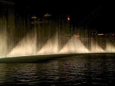 Las Vegas - Giochi d'acqua del Bellagio 2004-03-08 at 06-15-42