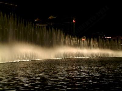 Las Vegas - Giochi d'acqua del Bellagio 2004-03-08 at 06-15-34