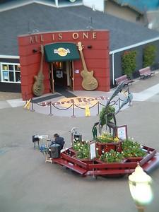 Fisherman's Wharf - Hard Rock Cafe (Il perfonaggio con la chitarra era un figo a suonare) 2004-03-02 at 02-46-22