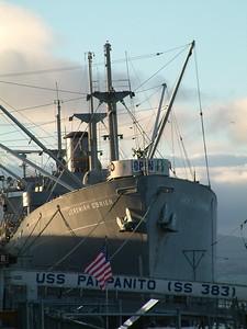 Fisherman's Wharf - La nave museo, ma soprattutto la bandiera americana ;-) 2004-03-02 at 02-28-27