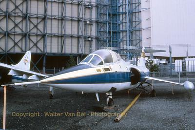 NASA_TF-104G_N825NA_cn583F-5939_Moffett_Ames_Nov-1997_scan_WVB_1200px