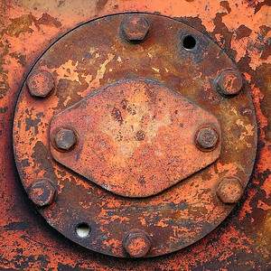 Sandbridge, Virginia, USA; parts of a Deere machinery used to compact on the beach / détails d'une pièce utilisée pour compacter le sol sur une pelle mécanique Deere sur la plage.